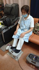 ①足マッサージ 足の血流改善